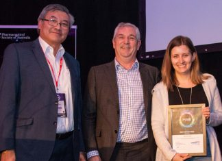 Lauren Corre from University of South Australia accepting the Best Poster Prize